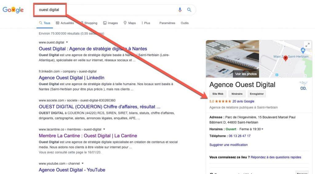 Exemple d'une page de résultats Google pour une recherche sur une marque, où les avis s'affichent à droite.